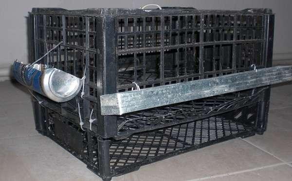 Для сборки одной клетки понадобится два пластиковых ящика