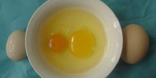 Вначале рассмотрим наиболее частые причины тому, почему куры несут мелкие яйца.