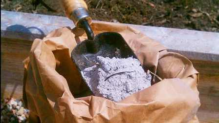 Зола — это совершенно безвредный источник фосфора и калия, а также ряда других важных элементов.