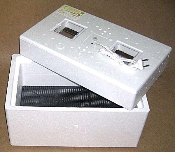 Модели инкубатора Идеальная наседка могут отличаться автоматическим или механическим поворотным механизмом