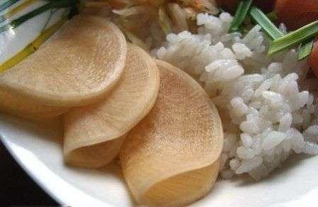 Этот овощ известен высоким содержанием витамина С и фитонцидами— известными помощниками в борьбе с инфекциями.