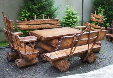 Если вы мастер по дереву, то смастерить своими руками красивую садовую мебель, качелю или симпатичный скворечник — для вас не проблема.