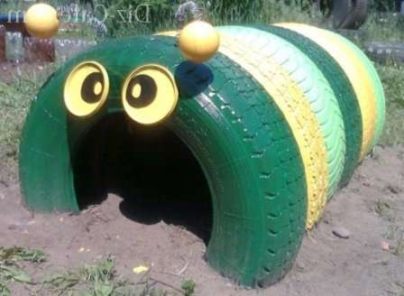 Вы можете сделать в своем саду или огороде такую симпатичную гусеничку.