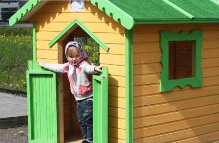 Создайте своему чаду деревянный детский домик для дачи своими руками, и малыш будет приходить в восторг от одного упоминания о даче.