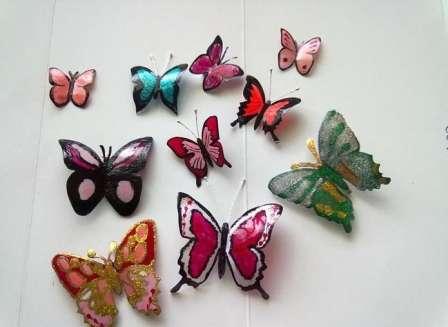 Вот таких красивых бабочек для дома и для дачи можно сделать из обычной пластиковой бутылки.