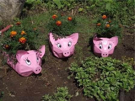 В конце покрасьте поделку в розовый цвет и нарисуйте свинке красивее глазки.