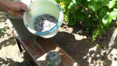 Это вещество является природным источником калия для растений.