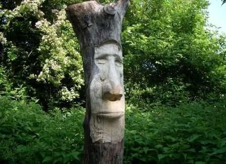 Деревянные фигурки, зверята, сказочные персонажи могут появиться из-под рук умеющего обращаться со столярным инструментом дачника.
