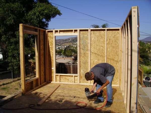 Для строительства маленького дачного домика лучше всего подходит древесина.