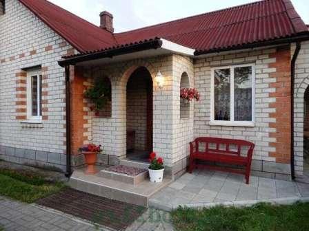 Кирпич в строительстве дачных домов используется издавна, и показал себя как качественный и долговечный материал.