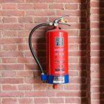 Технология установки и размещения огнетушителей: правила и последовательность действий