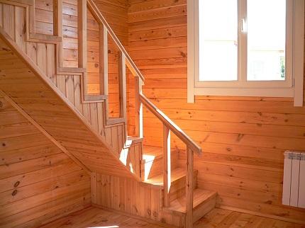 Преимущества и особенности выбора деревянной лестницы