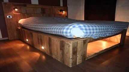 Как выбрать кровать под старину: выбор материала и особенности