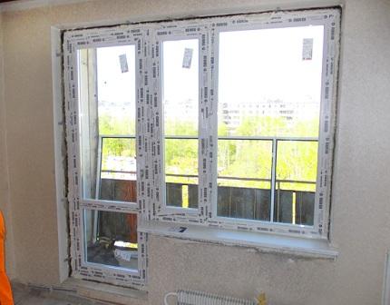 Преимущества и правила монтажа балконного ПВХ-блока