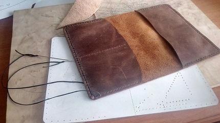 Как самостоятельно сделать обложку из кожи для ежедневника