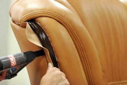 Перетяжка мебели своим руками: виды материалов, особенности использования кожи и тканевой обивки