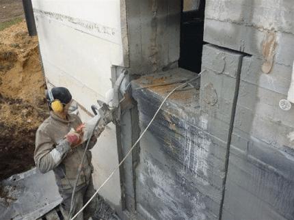 Резка проемов по бетону: способы, технологии и этапы