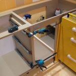 Как собрать кухонный гарнитур: поэтапная схема и особенности