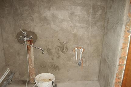 Штукатурка стен в ванной комнате: правила, нюансы и выбор материала