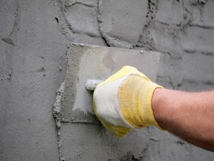 Смеси для оштукатуривания стен: виды, особенности приготовления и нанесения раствора