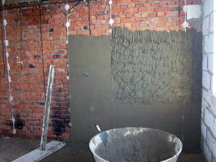 Смеси для оштукатуривания стен: виды и эстетические отличия работ