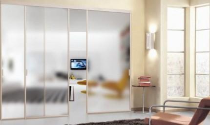 Замена вставочного стекла в межкомнатной двери своими руками: этапы и особенности