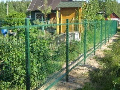 Строительство забора на даче из сварной сетки: преимущества и этапы