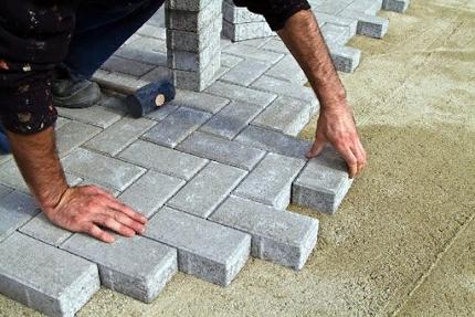 Монтаж тротуарной плитки собственными усилиями