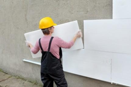 Утепление стен пенополистиролом: характеристики материала, достоинства и этапы монтажа