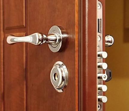 Монтаж замков на входные металлические двери: сделать самостоятельно и этапы