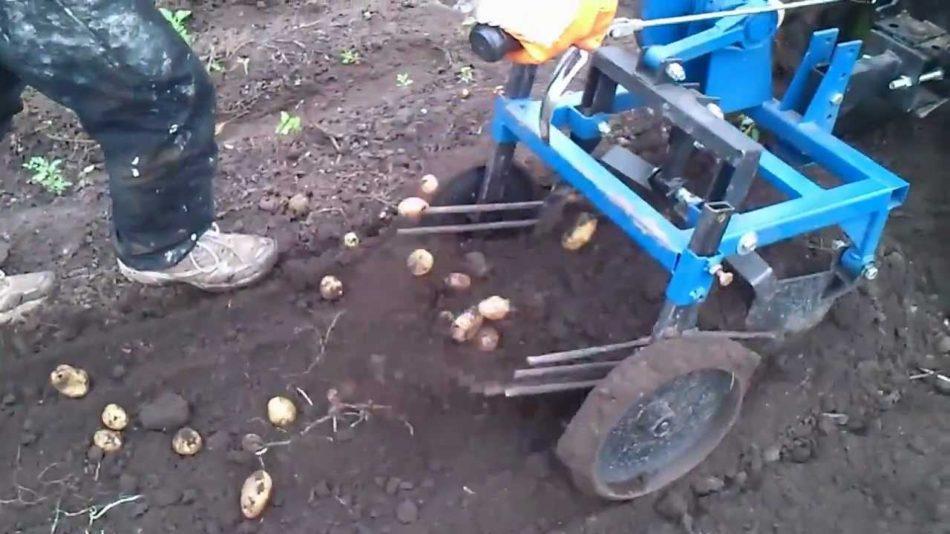 Оборудование для мотоблоков – копать картошку проще