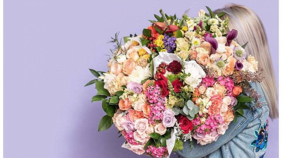 Преимущества покупки и доставки живых цветов