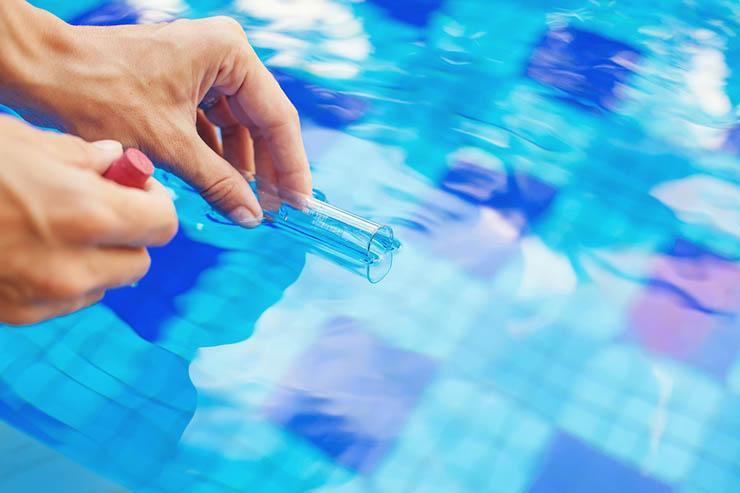 Для чего в бассейне используется хлор